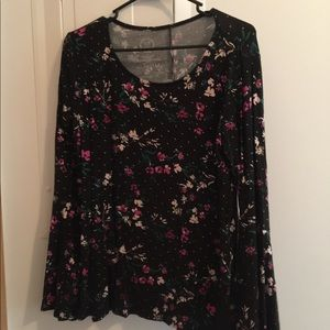 Euc medium bell sleeve floral top